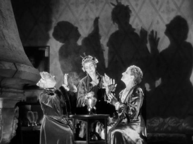 Love-Me-Tonight-three-aunts-shadows