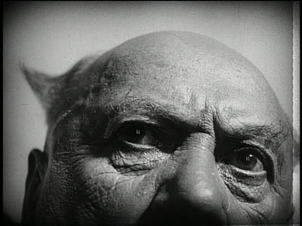 passion-of-joan-of-arc-priest